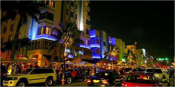 Ocean Drive, South Beach, Miami, Shopping at night