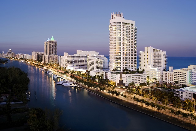 Miami_Beach_arial_Fountainbleau_Hotel
