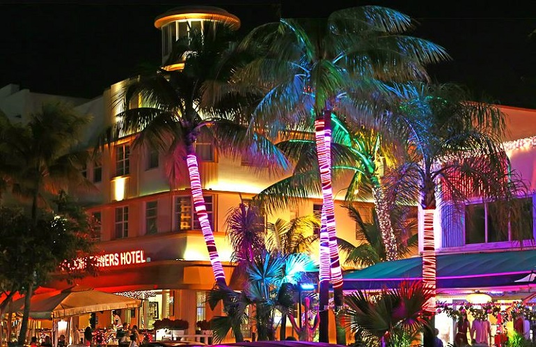 Beautiful South Beach Art Deco Hotels On Ocean Drive